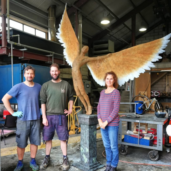 Artist @nicolagodden with her sculpture 'Olympic Icarus' recently completed at Talos and freshly patinated by Pat and Matt