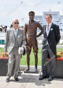 Jockey Lester Piggott and sculptor Willy Newton with the bronze sculture of Lester Piggott